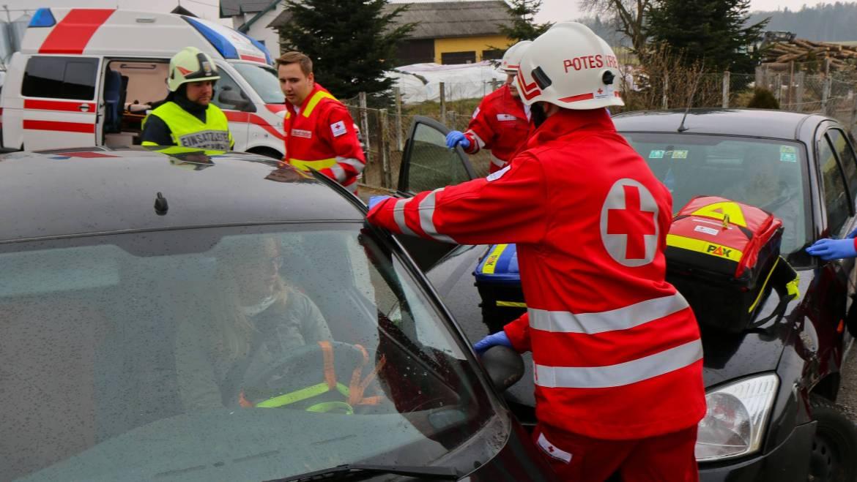 Technische Übung mit dem Roten Kreuz