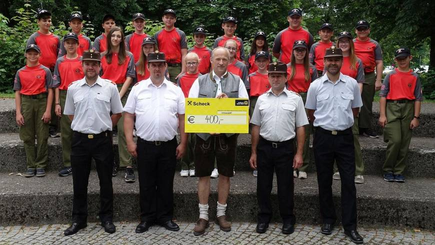 Spendenübergabe an die Feuerwehrjugend