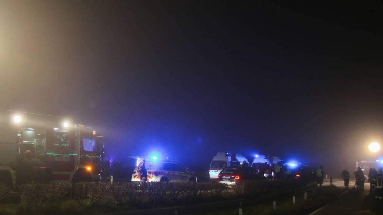 Verkehrsunfall auf nebelverhangender B137