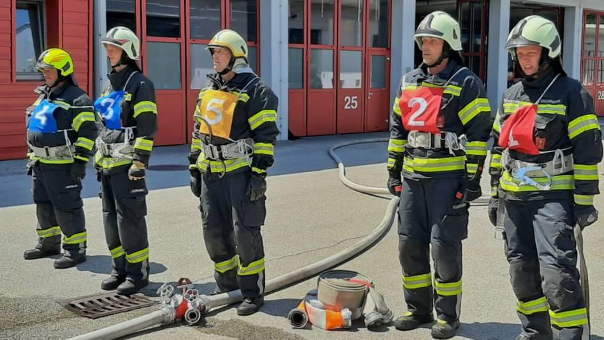 Leistungsprüfung Branddienst in Gold